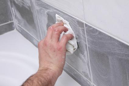Nettoyer La Faïence Dune Salle De Bain Ou Le Carrelage - Comment nettoyer les joint de carrelage salle de bain